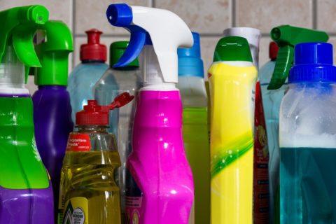 Come usare in sicurezza detergenti, disinfettanti ed igienizzanti
